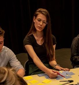 Lara Lewis – Theatre Artist